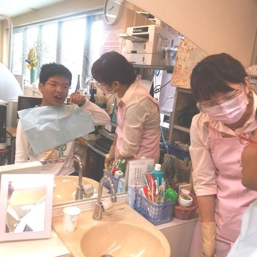 歯科院内のブラッシングコーナー